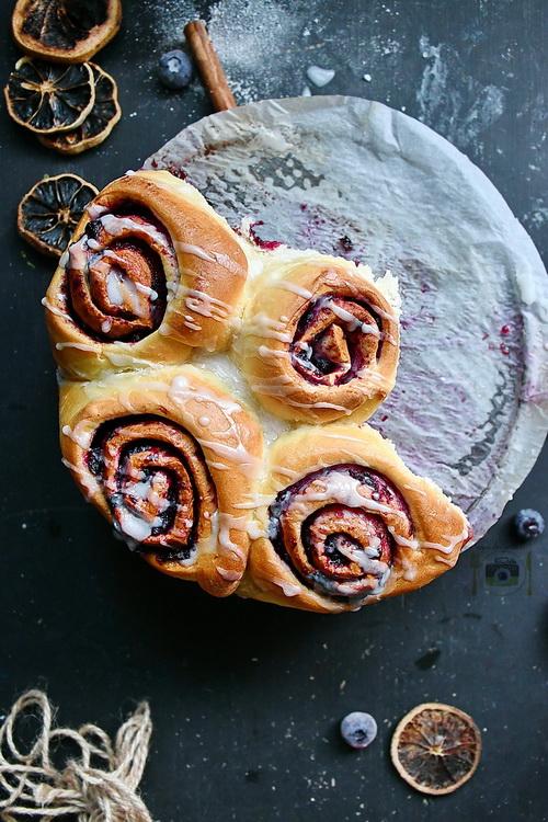 Blueberry cinnamon rolls - Bucătăria familiei mele - alexjuncu.ro - Bucătăria familiei mele - alexjuncu.ro
