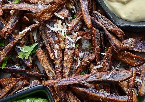Cartofi mov prăjiți, cu chimichurri și aioli