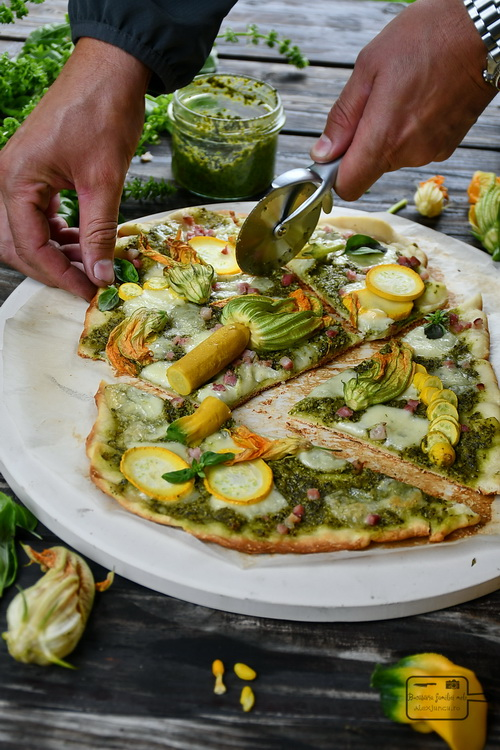 Pizza cu flori de zucchini- Bucătăria familiei melele- alexjuncu.ro