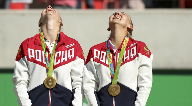 2016 Rio Olympics - Tennis - Victory Ceremony - Women's Doubles Victory Ceremony - Olympic Tennis Centre - Rio de Janeiro, Brazil - 14/08/2016. Gold medalists Elena Vesnina (RUS) of Russia and Ekaterina Makarova (RUS) of Russia react after receiving their medals. REUTERS/Kevin Lamarque FOR EDITORIAL USE ONLY. NOT FOR SALE FOR MARKETING OR ADVERTISING CAMPAIGNS.