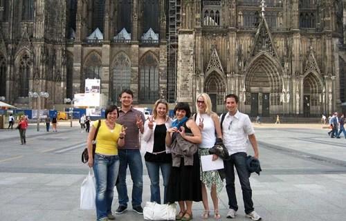 Vor dem Kölner Dom