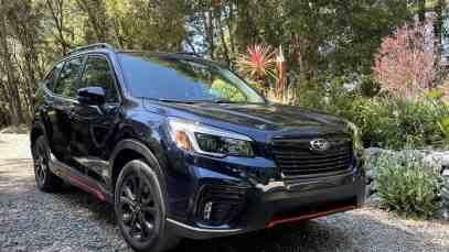2021-Subaru-Forester-Sport-front-three-quarters-01