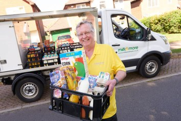 Andy McFarlane milkman, Milk Hero award milkandmore Burgess Hil