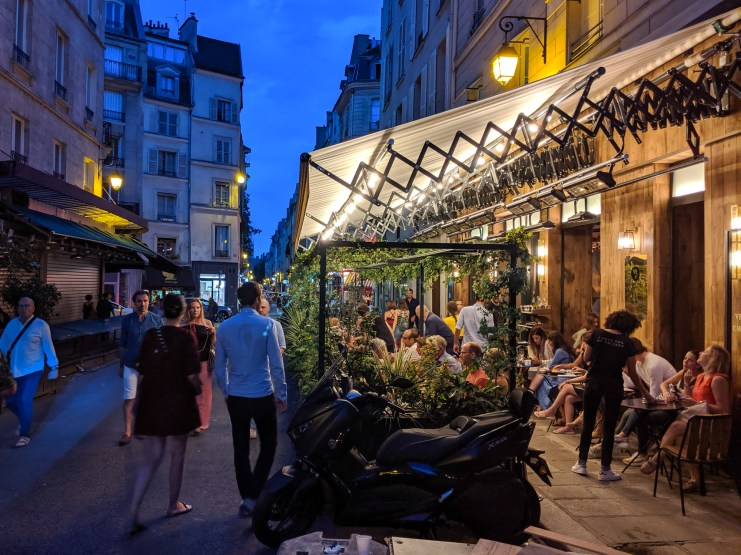 Evening in the cafes