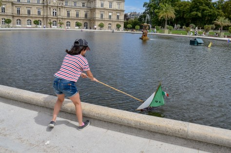 Sailing the Luxembourg gardens