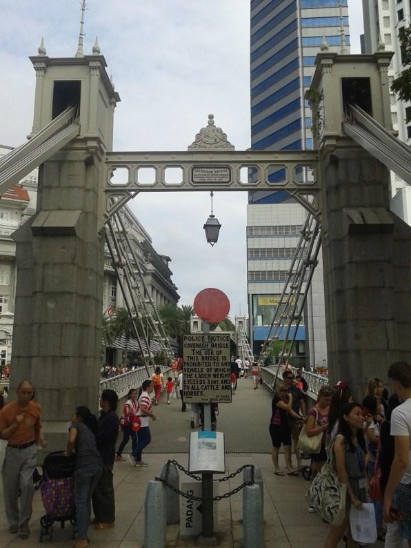 The first and only suspension bridge in Singapore. Первый и единственный подвесной мост в городе.