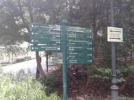 Sings spot. Heading for the National Orchid Garden. Указатель с основными достопримечательностями. Курс: Национальный Сад Орхидей.