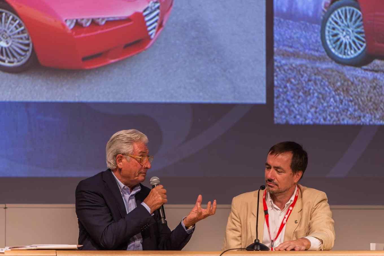 L'ultimo intervento é per Zbignew Maurer, centro stile Alfa Romeo che ingaggia un intenso e appassionato dibattito con il Cavaliere sui limiti del design di produzione e sulla bellezza intramontabile della linea della Brera