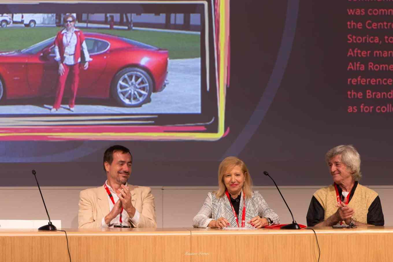 Chiude gli interventi Elvira Ruocco che ci parla della sua vita in Alfa e della GTV 916