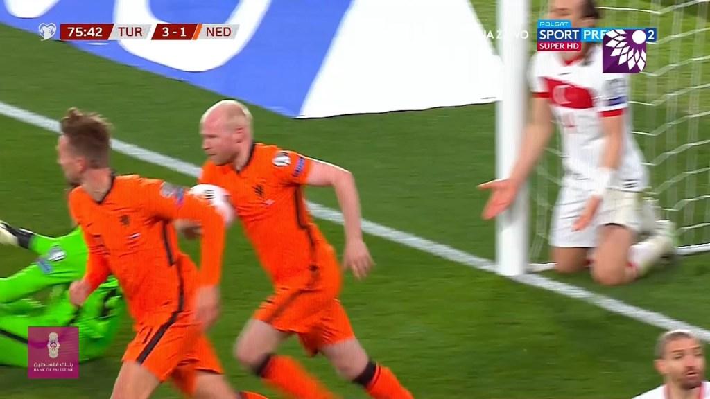شاهد الهدف الثاني ( 3-2 ) لصالح هولندا في شباك تركيا