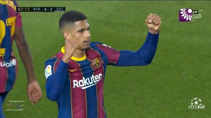 شاهد الهدف الرابع ( 4-2 ) لصالح برشلونة في شباك خيتافي