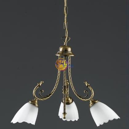 I lampadari da bagno classici in cristallo e ottone, oppure con i paralumi in tessuto in vendita su arrediorg supportano tutte le lampadine a led e a risparmio energetico. Mobili Lavelli Lampadari Bagno