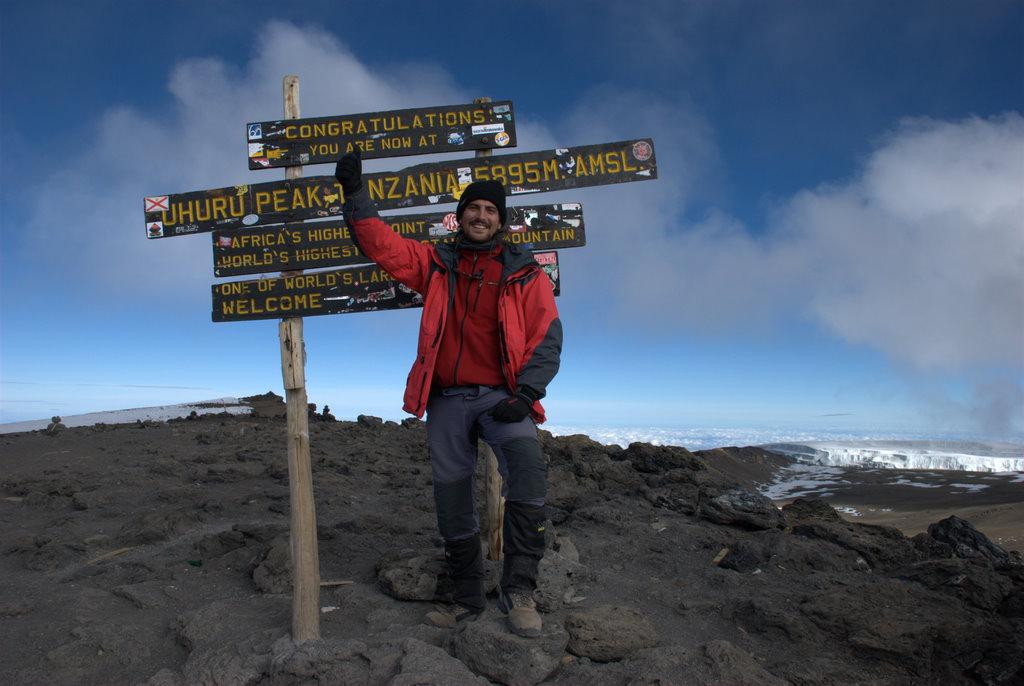 Anselmo en la cumbre del Kilimanjaro