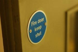 Γιατί οι πόρτες πυρασφάλειας είναι σημαντικές;