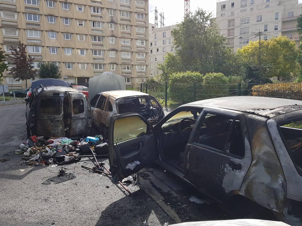 Alfortville Les Alouettes, incendie sur voitures en stationnement.