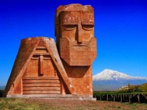 Artsakh Montagnes et statues