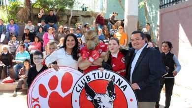 "Photo of La Diputada Mónica Hernández ""La Chula"" y Xolos entregan alimentos a sector vulnerable"