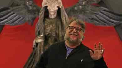 Photo of Guillermo del Toro beca a otra joven mexicana para que estudie en París