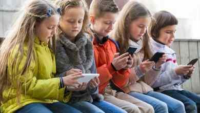 Photo of Darle un celular a un niño es como darle drogas, según expertos