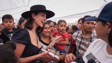 Photo of Eiza González visita a niños migrantes en Tijuana
