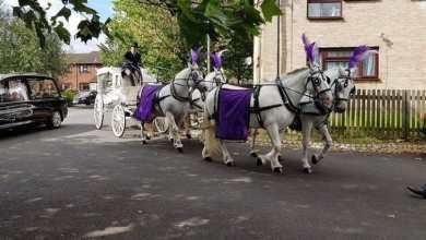 Photo of En carruaje de princesa, padre da el último adiós a sus hijas asesinadas por su madre