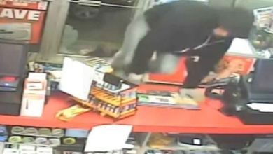 Photo of [VIDEO] Ladrón rompe puerta que estaba abierta para asaltar