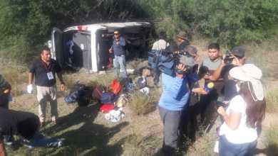 Photo of Vuelca camioneta de prensa que cubría gira de AMLO