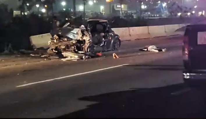 El auto chocó contra uno de los muros de contención