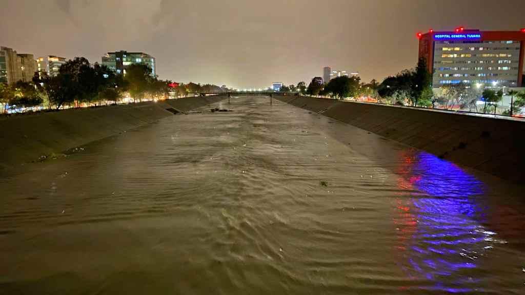 CANALIZACION DEL RIO TIJUANA DURANTE LLUVIAS