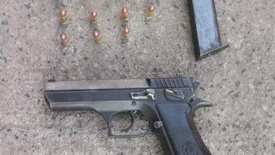 Photo of Deja policía que amigo le agarre la pistola; lo suspenden