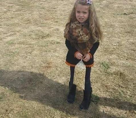 Photo of Foto viral de una niña y sus piernas, esconde una sorpresa
