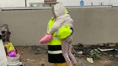 Photo of Niña y mujer en condición de calle son rescatadas de las lluvias