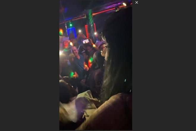 Photo of Sorprende Cardi B entre dinero y strippers