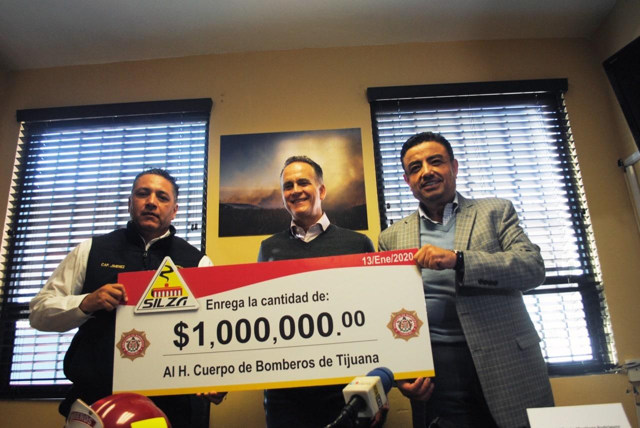 Grupo Silza dona un millón de pesos a Bomberos Tijuana