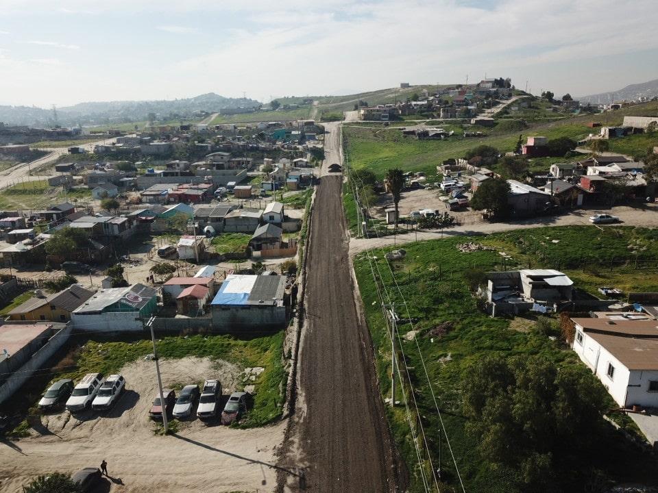 Colocan material fresado del bulevar El Refugio en Lomas de la Pradera