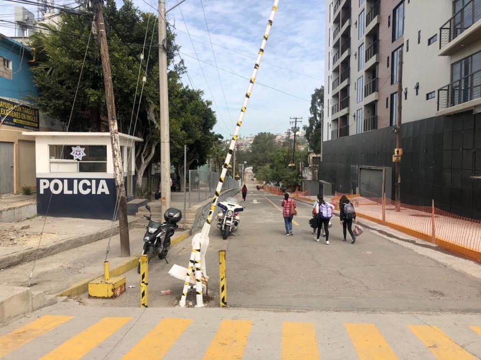 Padres acuden a escuelas a sacar a sus hijos en Zona Río
