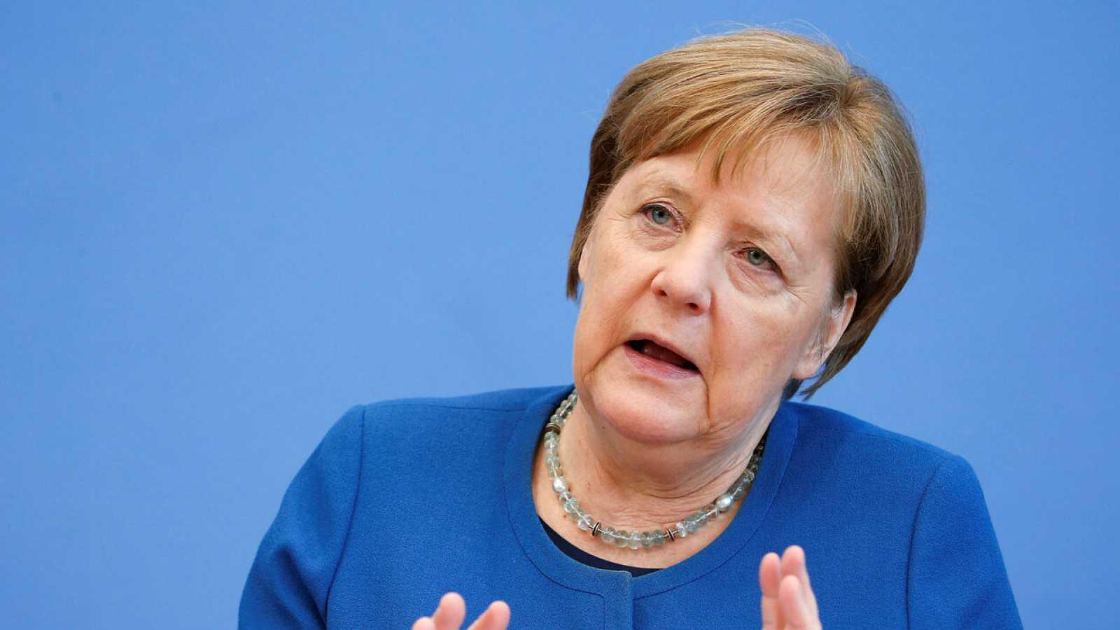 El coronavirus va a afectar al 70% de la población: Angela Merkel