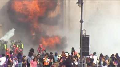 Photo of Lanzan bombas molotov a la puerta principal de Palacio Nacional