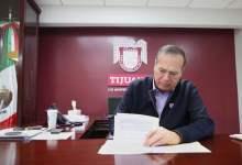 Photo of Arturo González firma declaratoria de riesgos para Tijuana