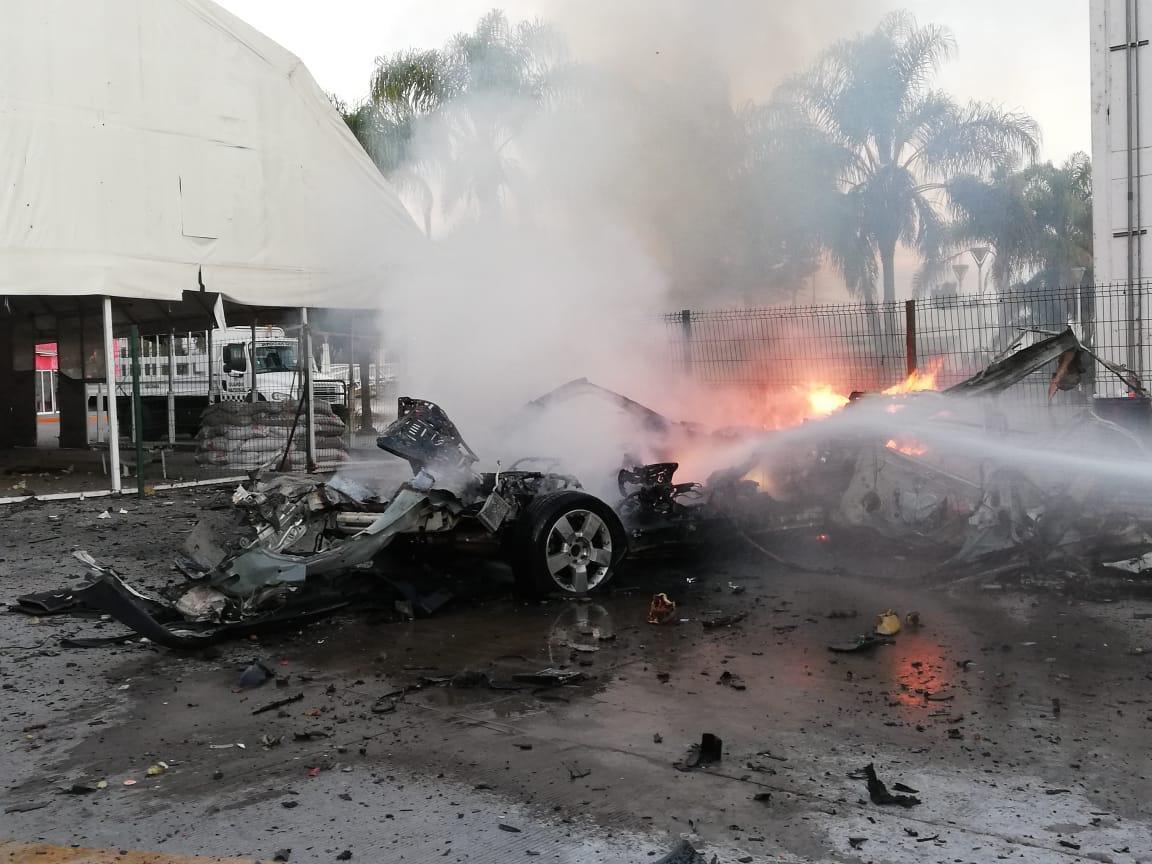 Estalla coche bomba frente a cuartel de la Guardia Nacional