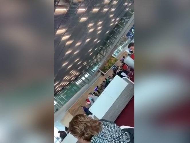 Mexicanos varados en París se consuelan cantando Cielito Lindo