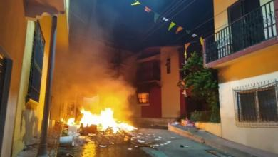 Photo of Habitantes saquean y destrozan la casa del alcalde tras un audio de WhatsApp