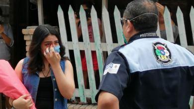 Photo of Paramédico baila vals con su hija y Susana Distancia