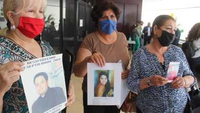 Photo of Tras hallazgo de fosas, decenas de familias acuden a entregar ADN