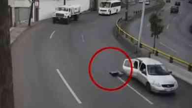 Photo of VIDEO: Niño sale disparado de auto en movimiento