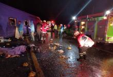 Photo of 13 muertos y 24 lesionados tras volcadura en la México-Toluca