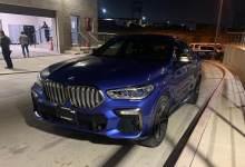 Photo of Circulaba en un BMW con insignias falsas y sin placas