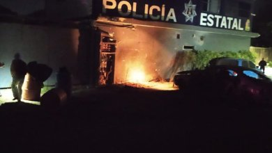 explota-automovil-afuera-de-base-policial