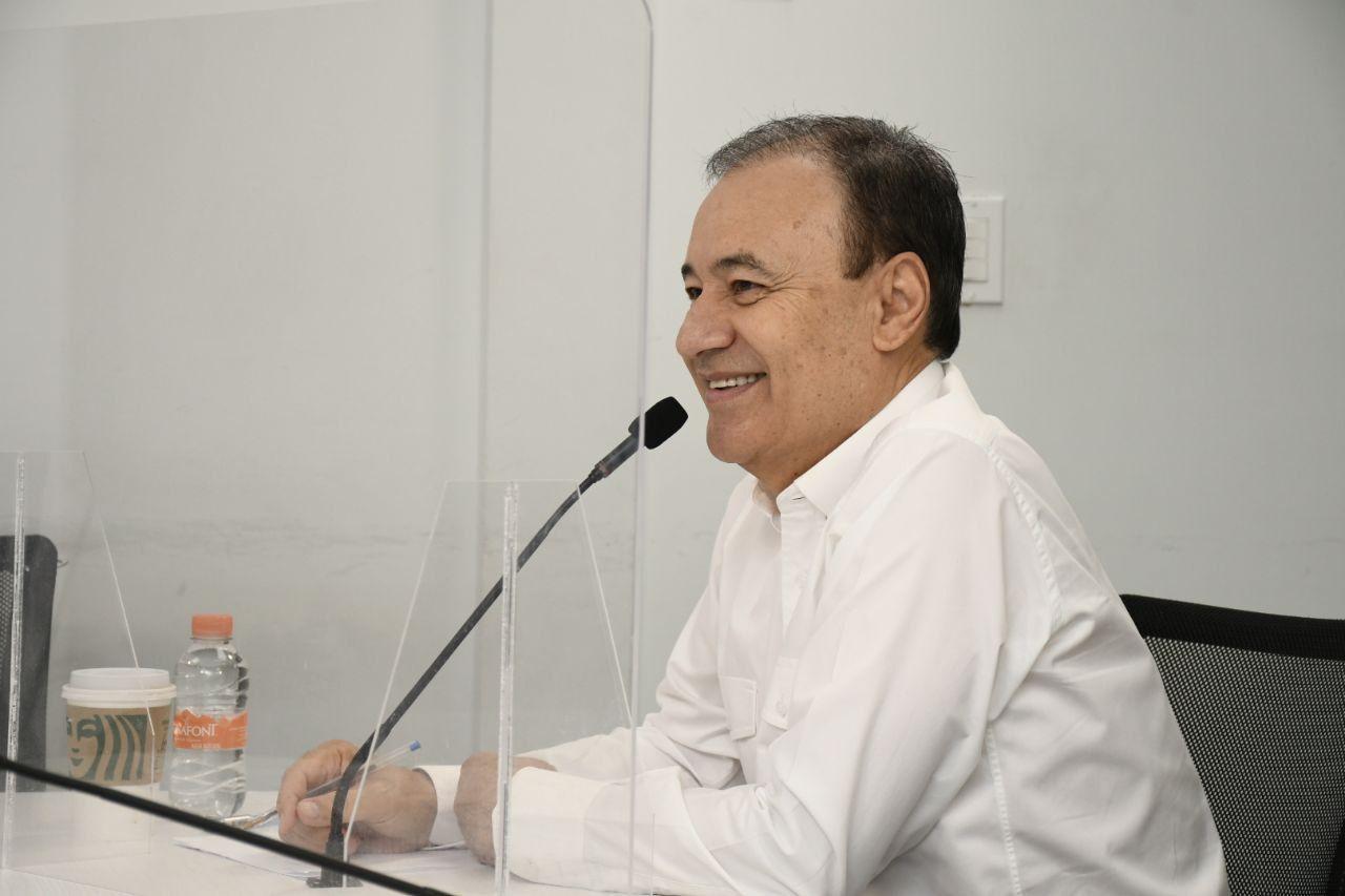 Alfonso Durazo en conferencia de prensa con medios locales