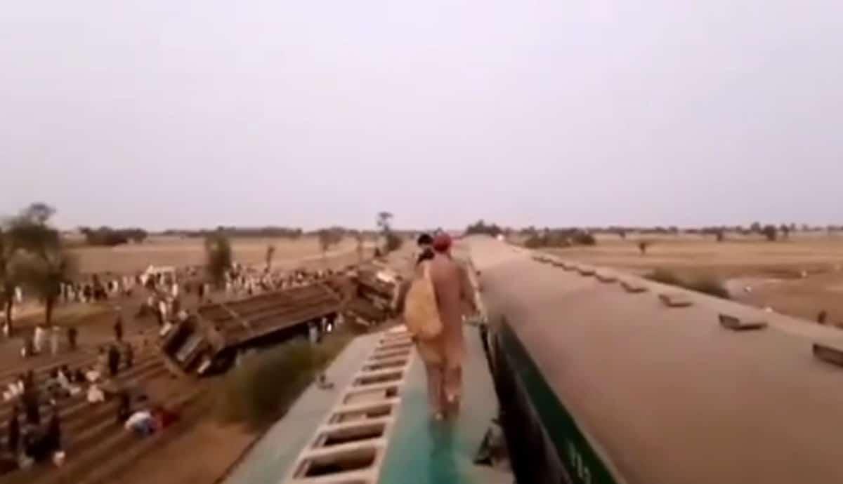VIDEO-Trenes-chocan-y-dejan-decenas-de-muertos